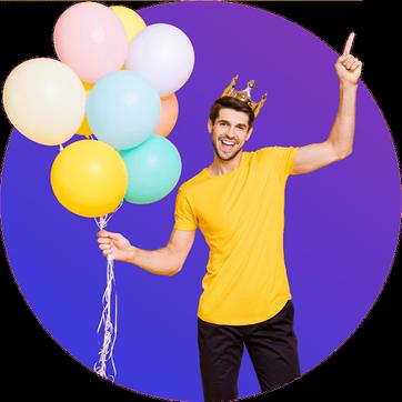Mann hält Luftballons