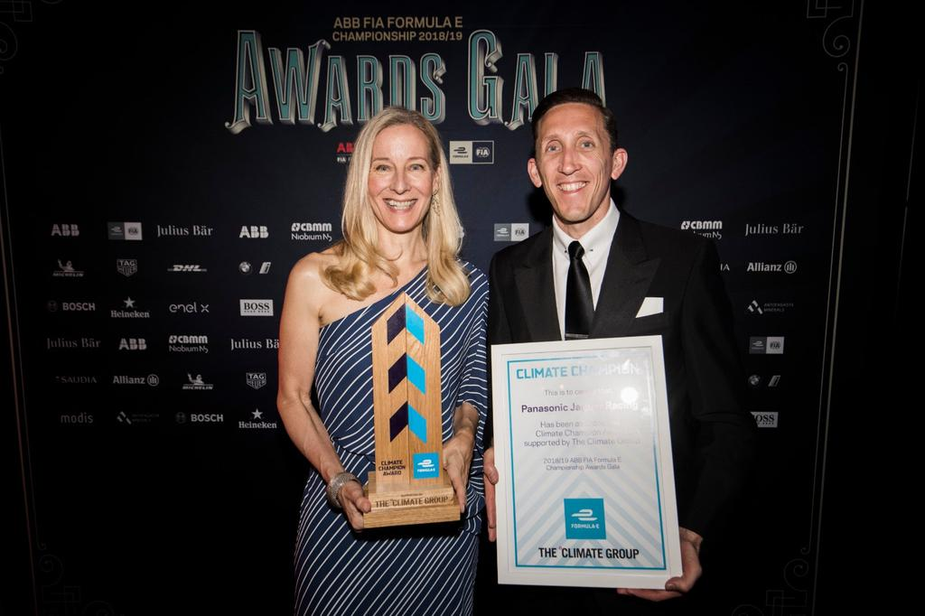 Verleihung des Climate Award an das Panasonic Jaguar Racing Team.