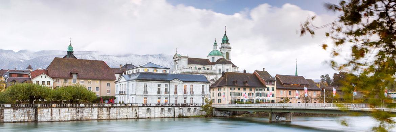 Innenstadt von Solothurn hinter einem Fluss