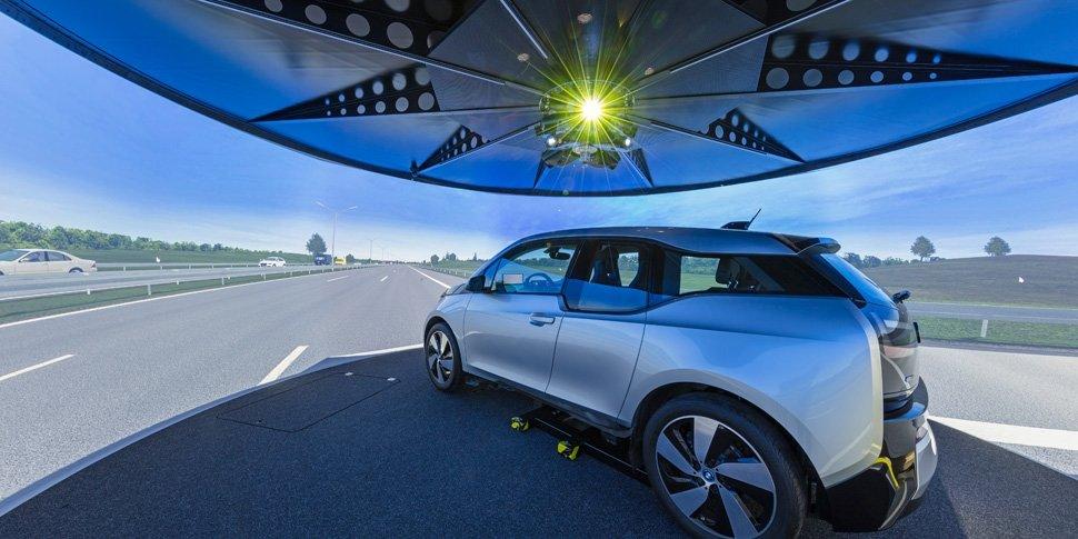 Projektionstechnologie von VISCOM im Fahrsimulator der RWTH Aachen
