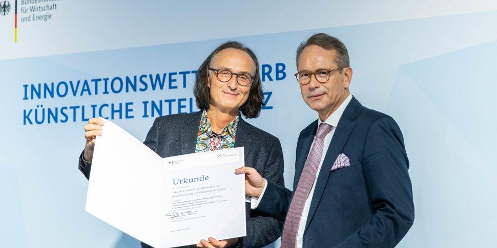 Urkundenübergabe BMWI-Wettbewerb