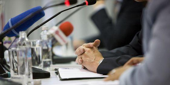 Sprecher bei Konferenz