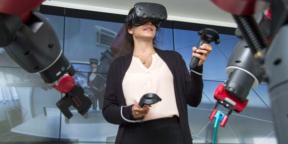 Hannover Messe 2019: VR-Steuerung eines Industrieroboters
