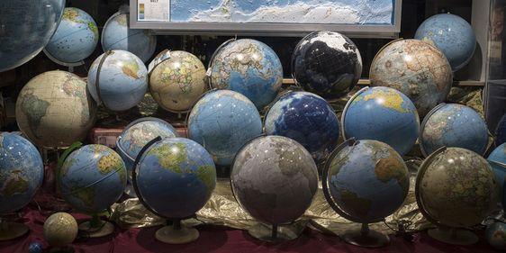 Globen im Schaufenster