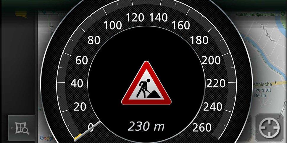 Baustellenwarnung im Fahrzeugdisplay