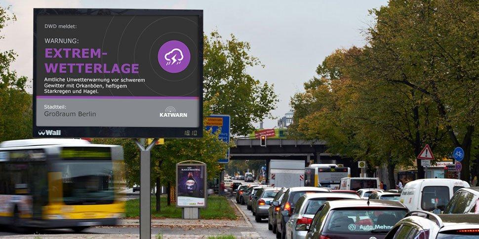Digitale Wall-Werbefläche mit KATWARN-Warnung