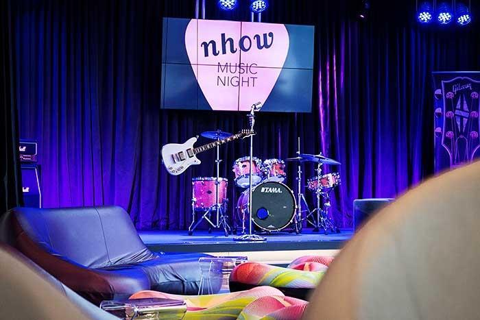Musikhotel nhow Berlin Music Night Buehne in der Lobby Lounge