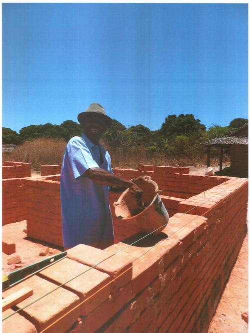 Bauarbeiten für die Solarstromanlagen in Madagaskar