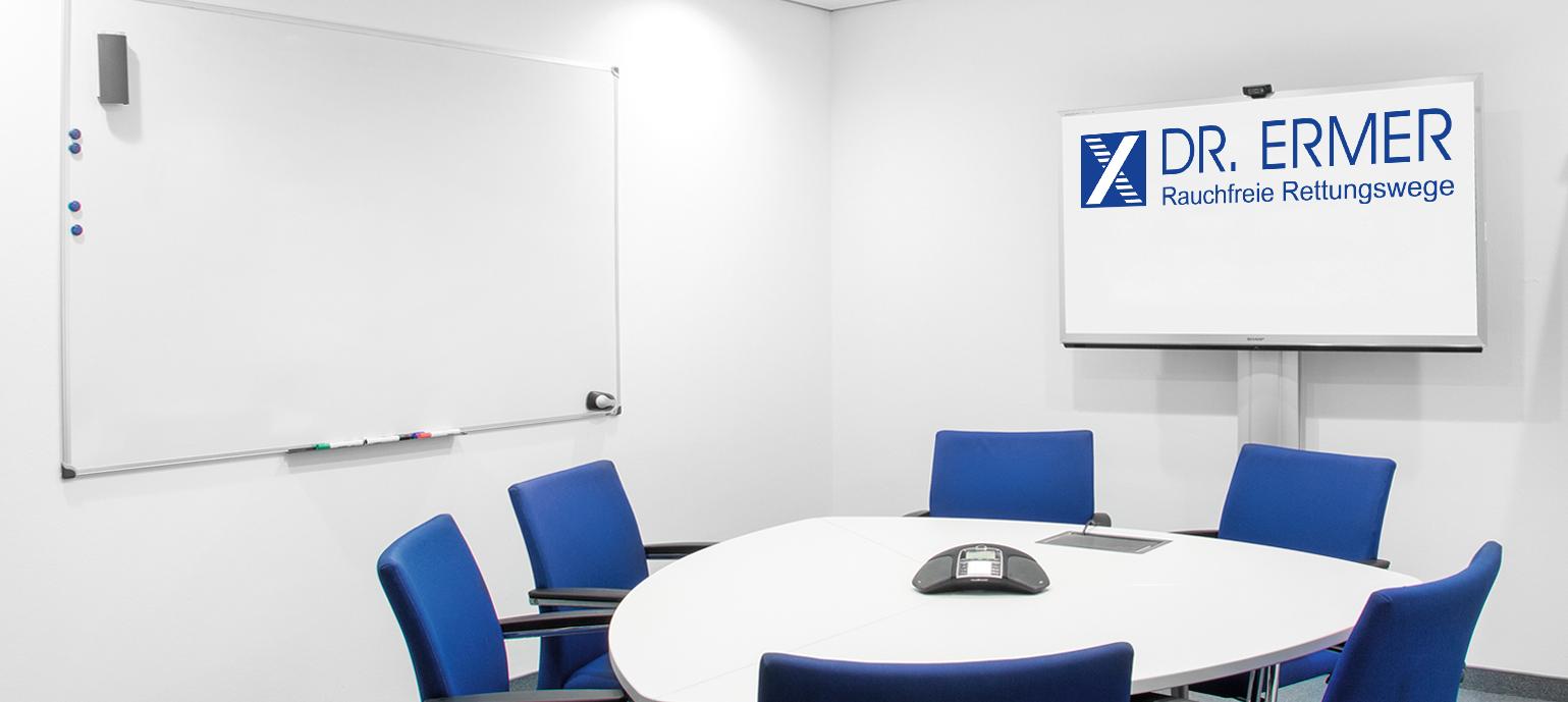 Dr. Ermer GmbH TROX RDA Rauchschutz-Druck-Anlage Rauchfreie Rettungswege, Konferenzraum blaue Stühle