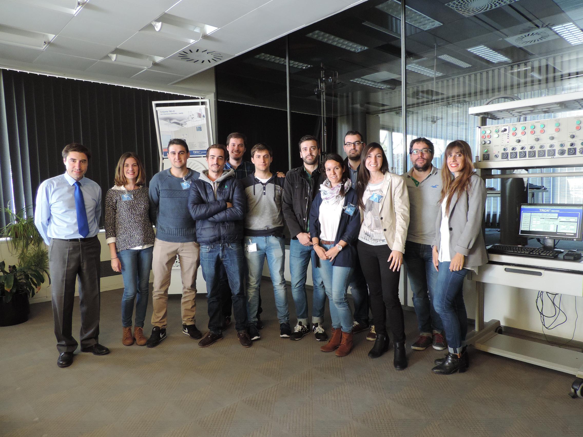 Alumnos de IDESIE particiando en la Prueba de Ensayo de los Laboratorios de TROX España